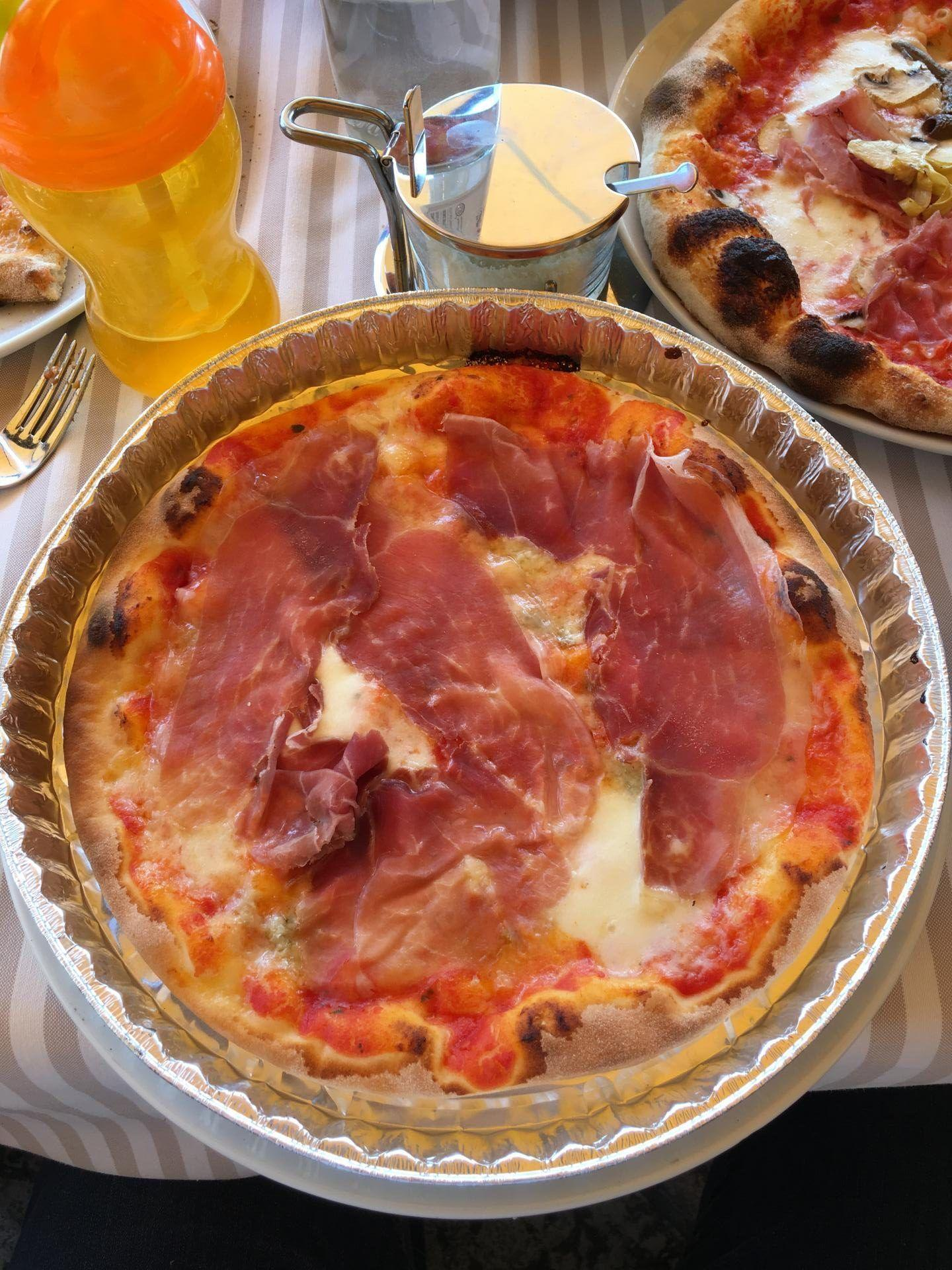gluten free pizza italy http://www.glutenfreemrsd.com/2016/08/gluten-free-guide-to-italy-tips-and-resources/